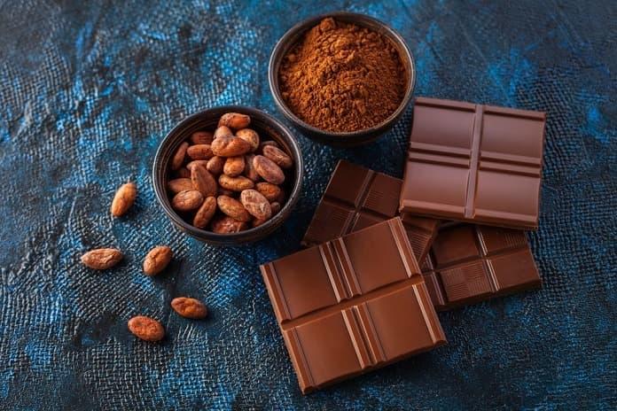 horčík, horká čokoláda a kakaové bôby