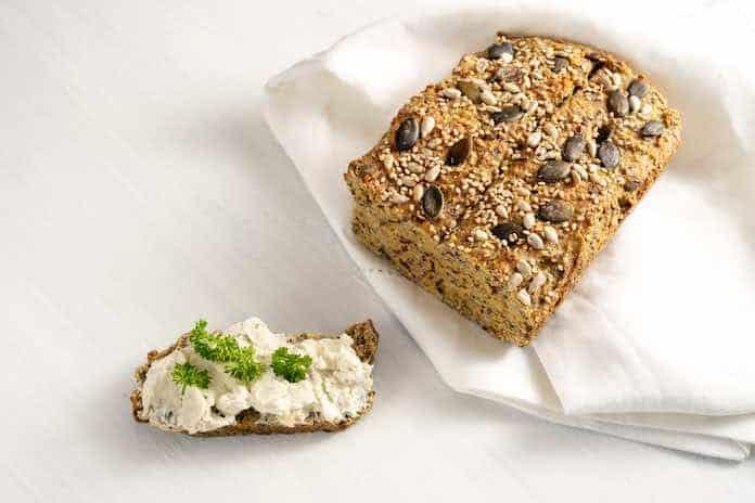 syrový chlieb s olivami